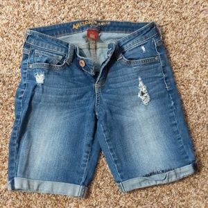 Junior's distressed denim short